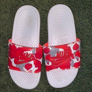 Nike sz 8 slides sandals